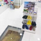 @farmaciacanale_sorrento x Gelattto 💙 dal pavimento si intravedono le mura romane che hanno nelle fondamenta 🏛